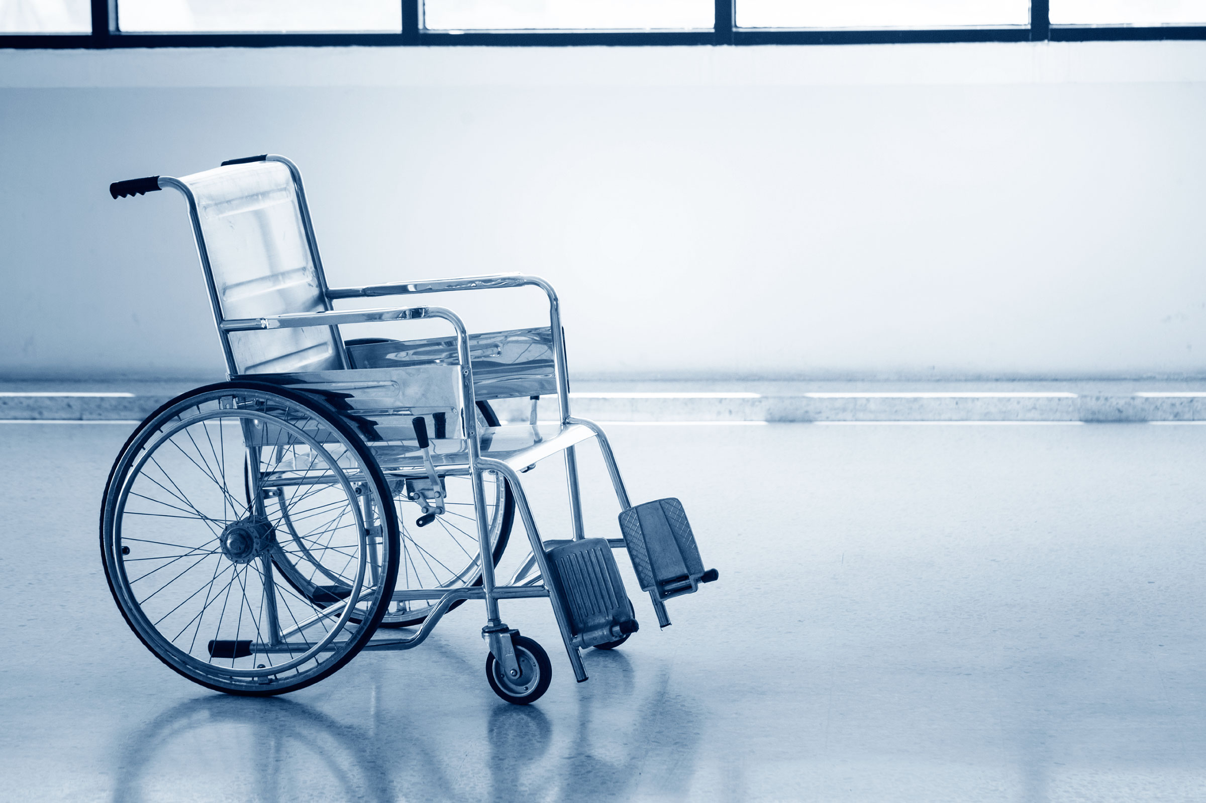 22-13-things-your-flight-attendant-wont-tell-you-wheelchair