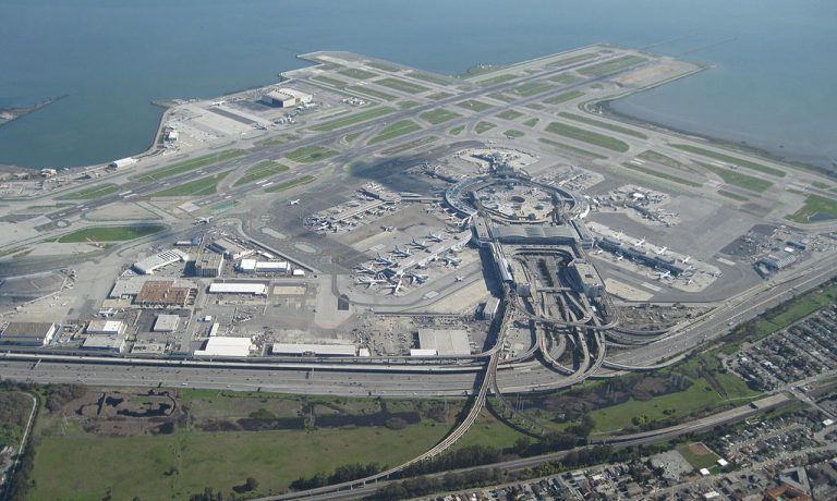 ۱۰۲۴px-Aerial_view_of_San_Francisco_International_Airport_2010