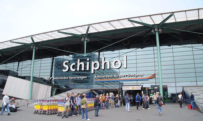 ۱۰۲۴px-Amsterdam_Schiphol_Airport_entrance