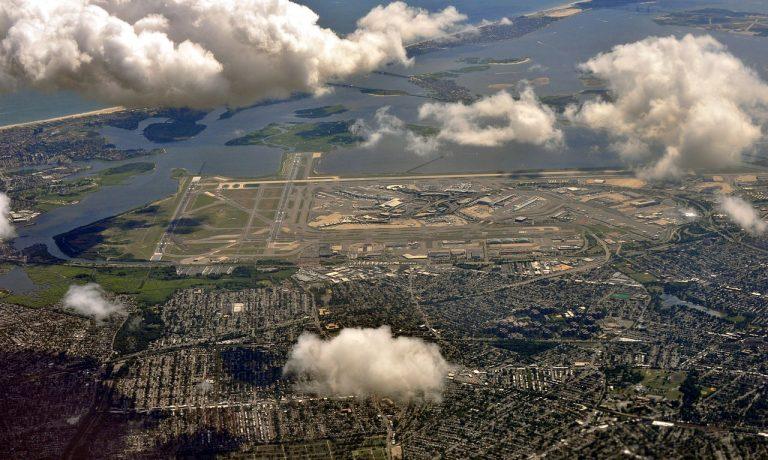 ۱۲۸۰px-Aerial_view_of_JFK_Airport_from_NE_02_-_white_balanced_(9454546375)